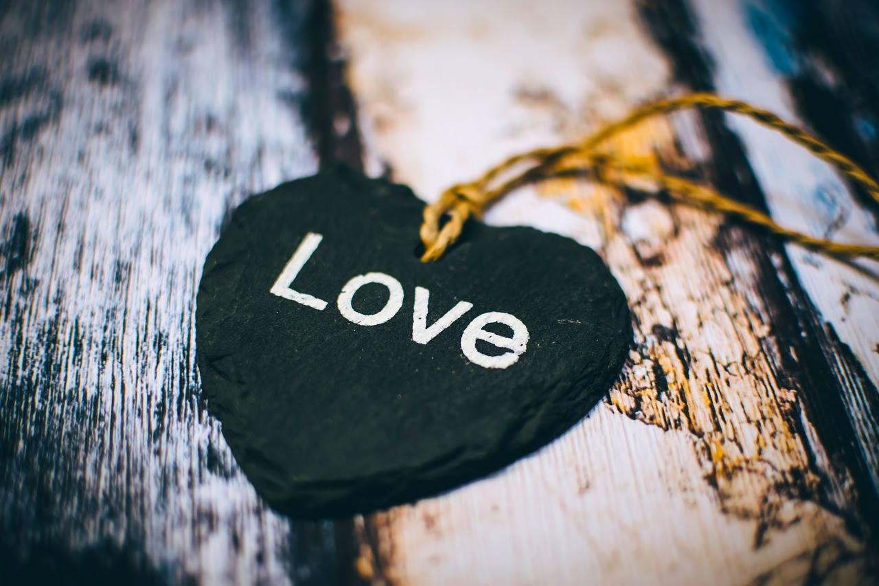 Lige som et lys ikke kan brænde uden ilt, ligeså vel kan et menneske ikke leve uden kærlighedens styrke.