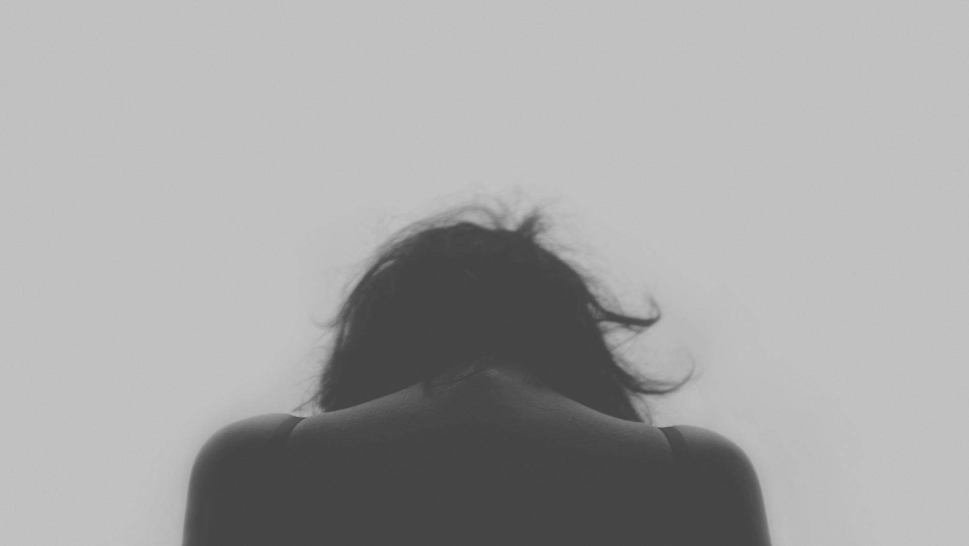 Ensomhed – gør os kede af det og vi trækker os endnu længere væk.